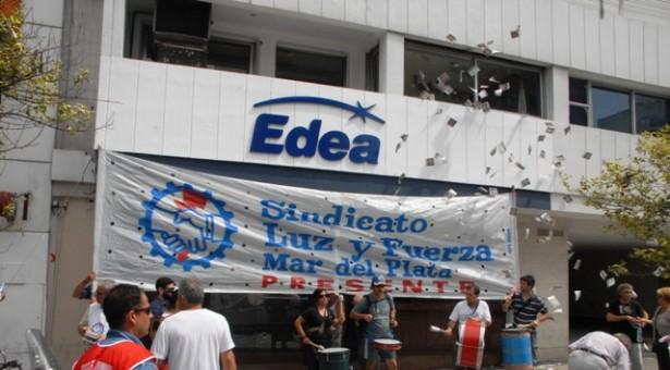 TEMPORAL EN MAR DEL PLATA: EDEA S.A. TIENE SOLAMENTE DOS PAREJAS  DE GUARDIA  PARA REPONER EL SERVICIO