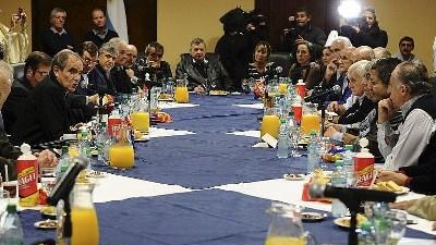 """Rigane en reunión de la Pastoral Social y las cinco centrales sindicales: """"Se habló de pobreza, inflación, desocupación y despidos"""""""