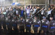 Represión a docentes: ¡NO NOS PODEMOS PERMITIR ESTO!