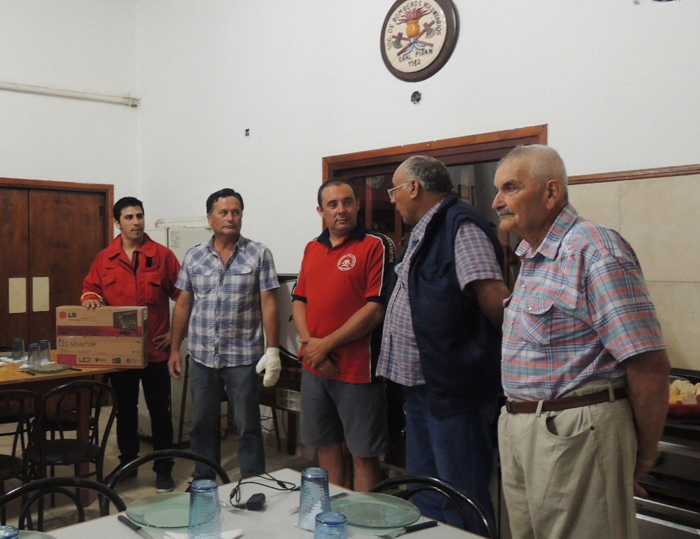 Donación para los bomberos voluntarios de Pirán