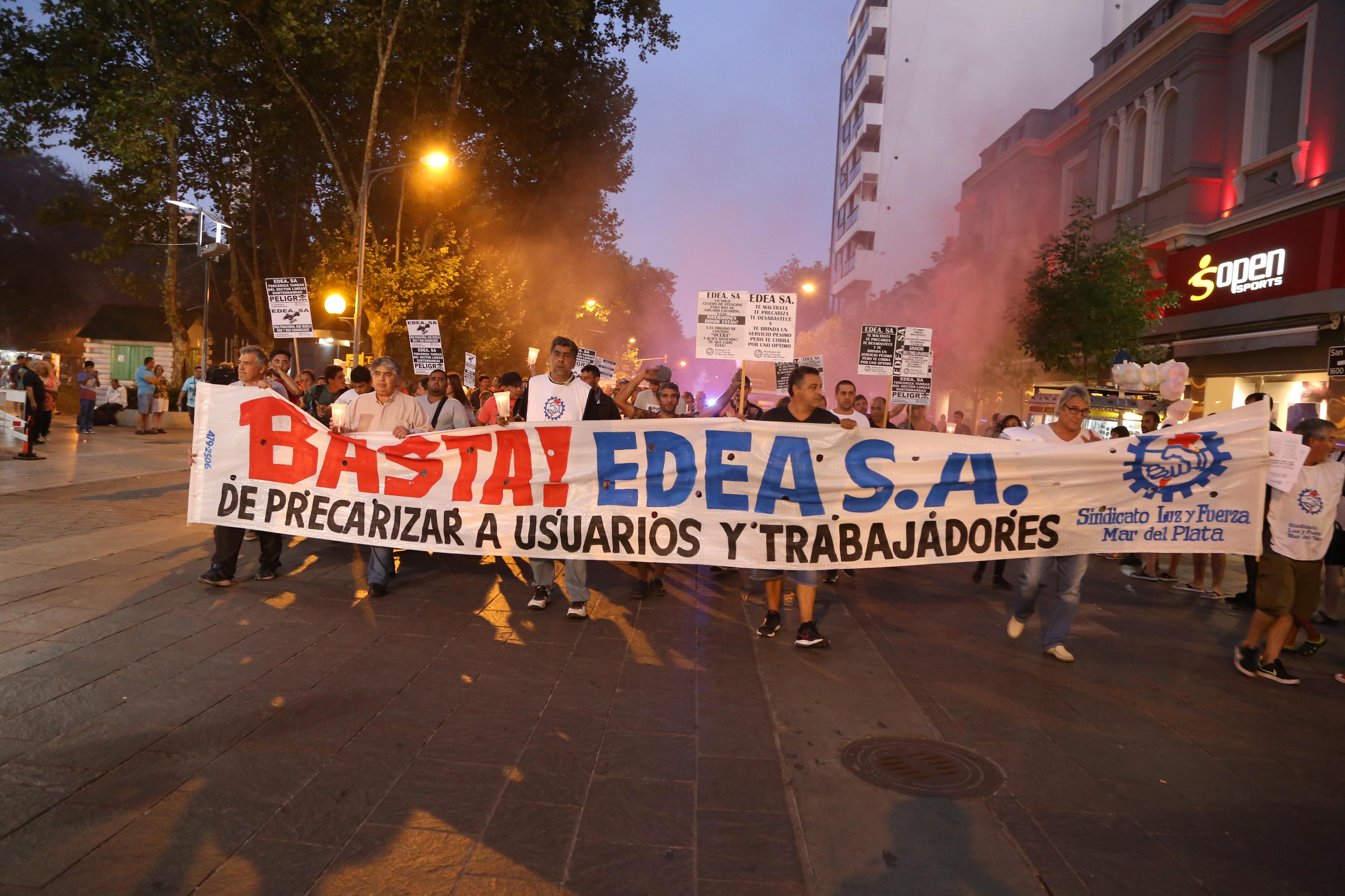 SE REALIZÓ LA MARCHA DE LAS VELAS CONTRA EDEA S.A.