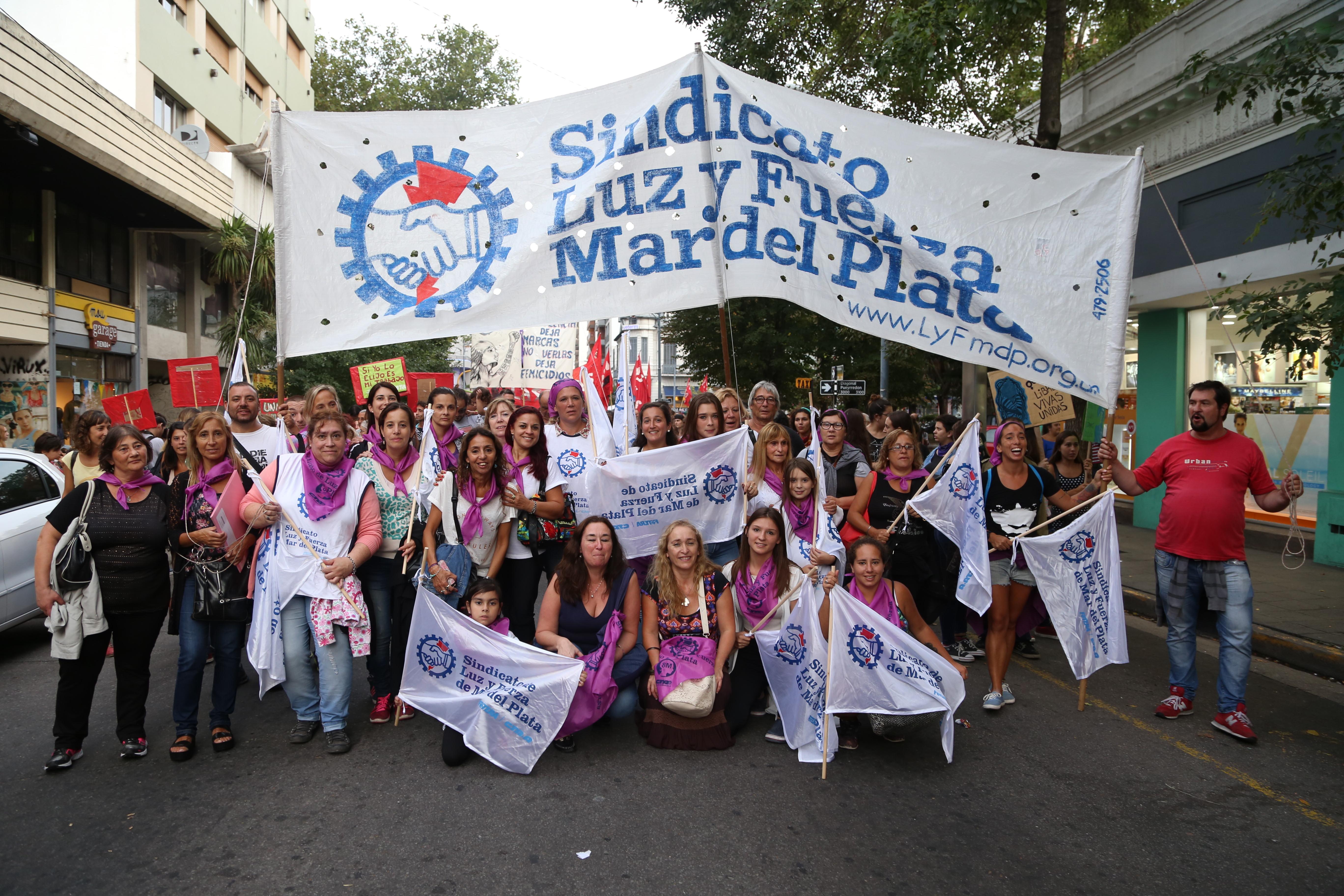 LUZ Y FUERZA MAR DEL PLATA PARTICIPÓ DE LA MARCHA POR EL DÍA INTERNACIONAL DE LA MUJER