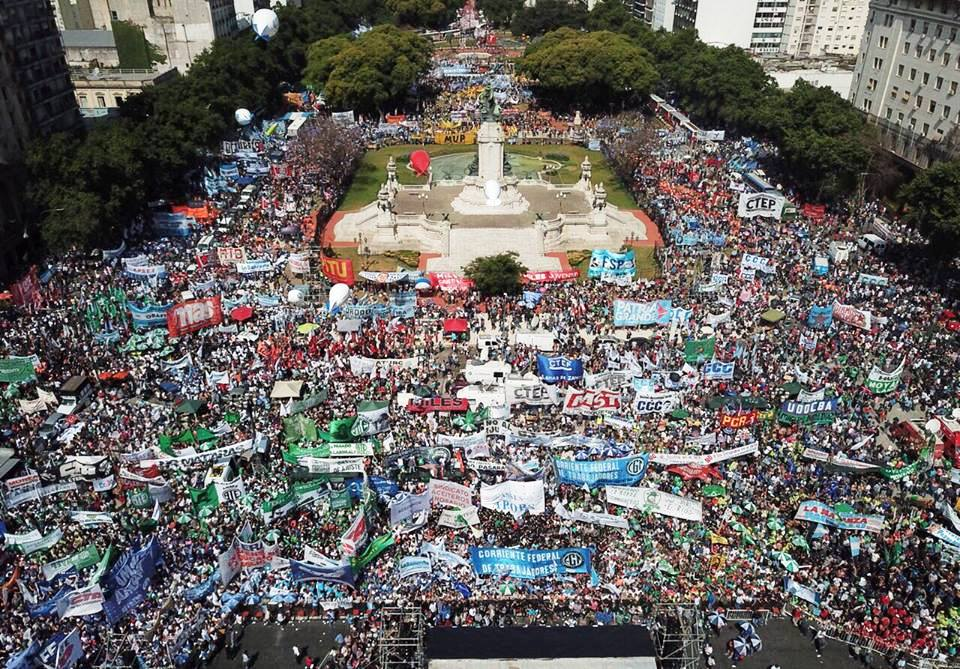 FRENTE AL NUEVO INTENTO DE PRECARIZACIÓN LABORAL DEBEMOS GANAR LAS CALLES