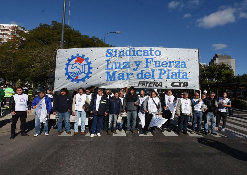 14 DE JUNIO - JORNADA DE PARO Y MOVILIZACIÓN: MASIVA PRESENCIA EN PLAZA DE MAYO
