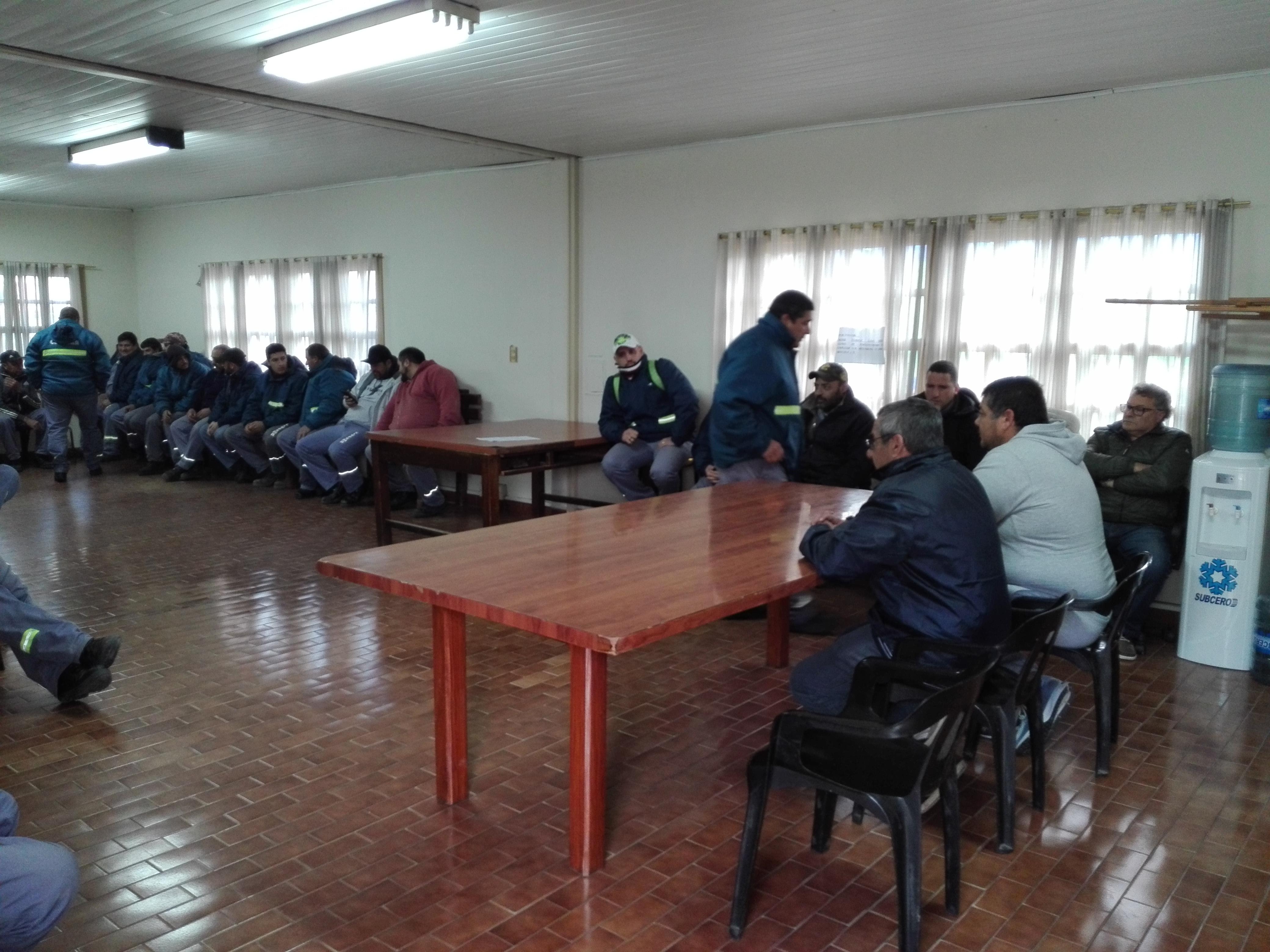 ASAMBLEA EN COOPERATIVA MAR DE AJÓ
