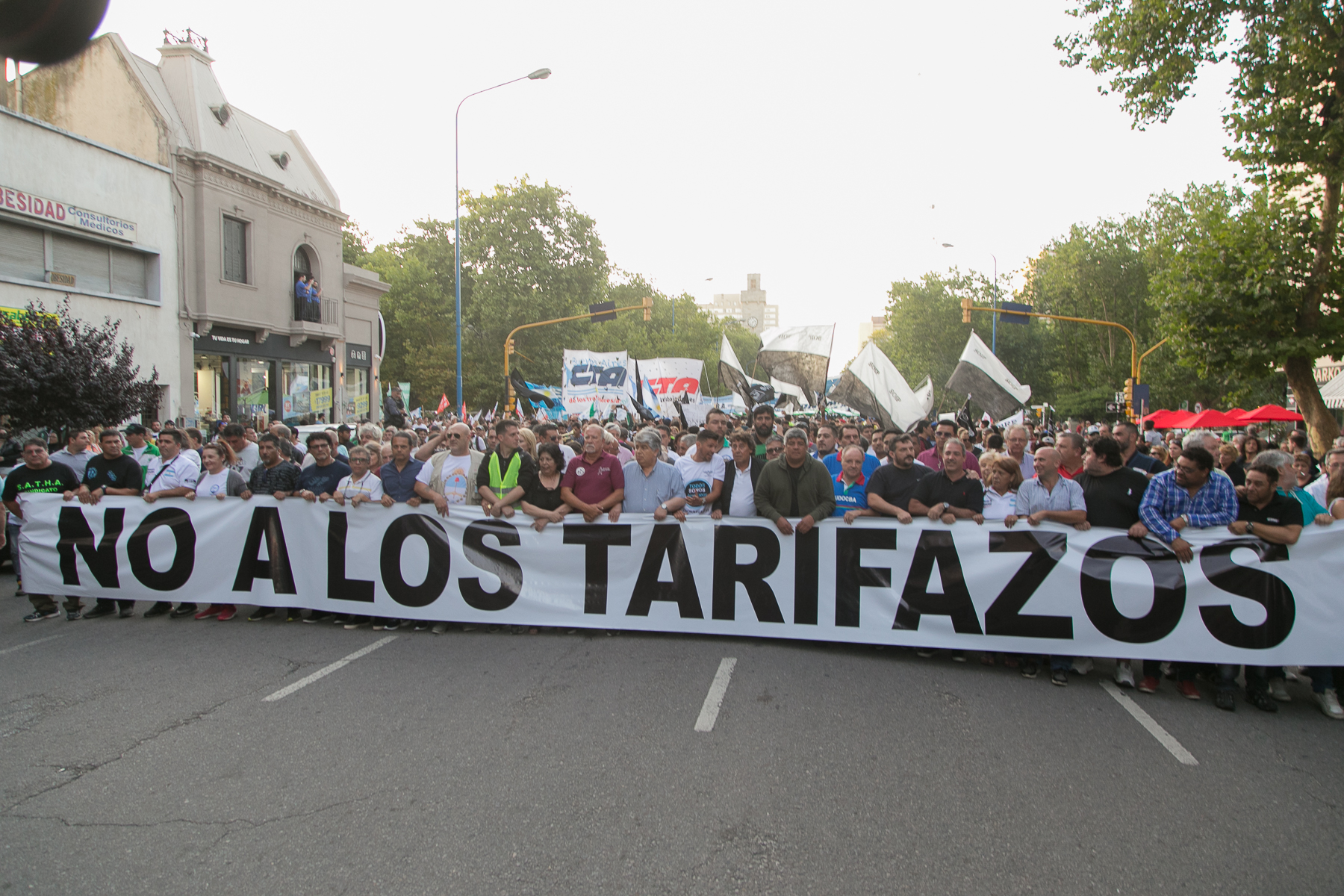 MARCHA CONTRA LOS TARIFAZOS Y EL AJUSTE EN MAR DEL PLATA