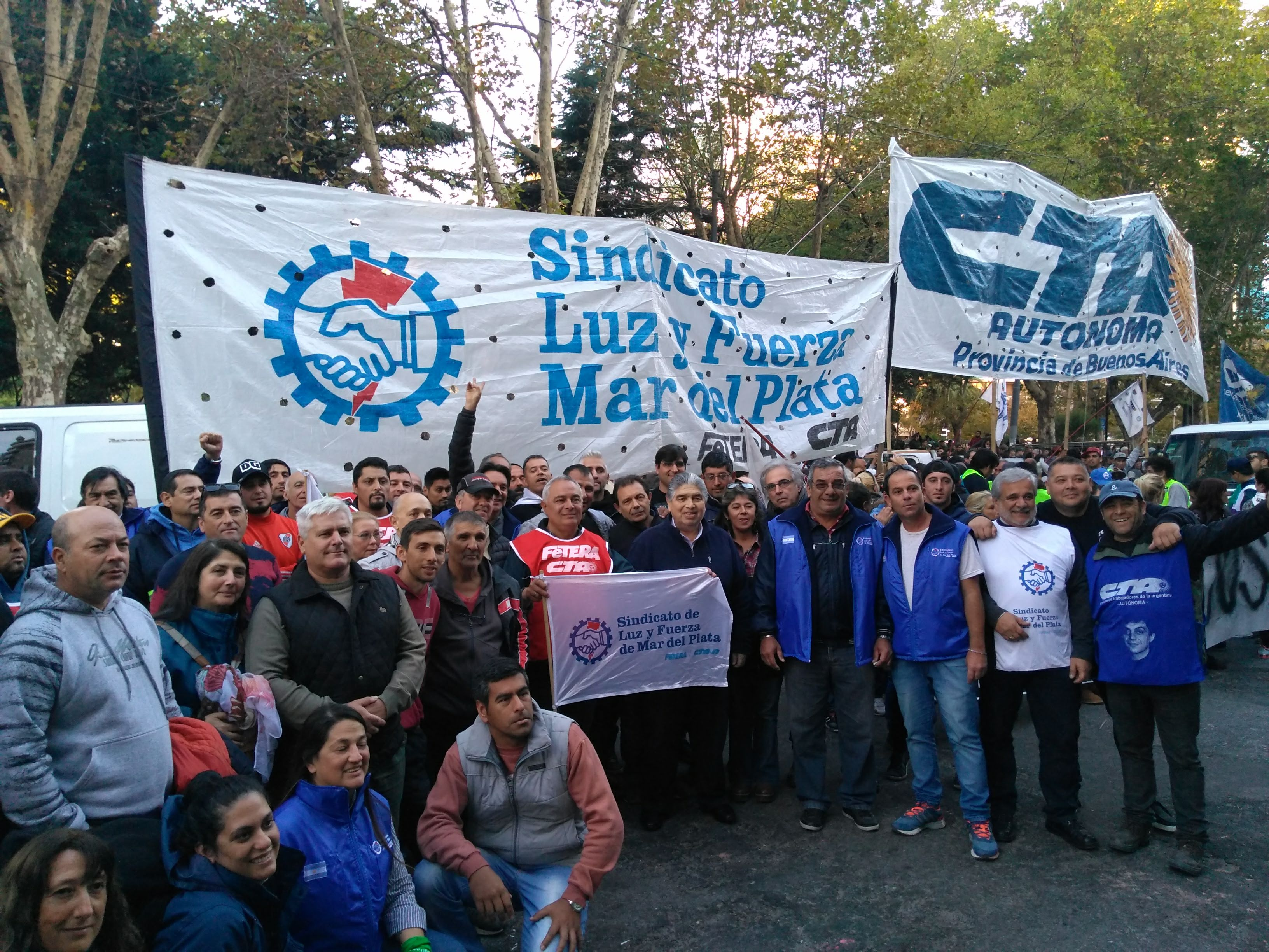 OLLAS POPULARES - EN MAR DEL PLATA NOS ENCONTRAMOS EN EL SINDICATO DE CAMIONEROS (FRANCIA 2261)